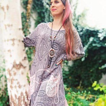 Kovács Ági női jóga oktató, Boho Mohini modell